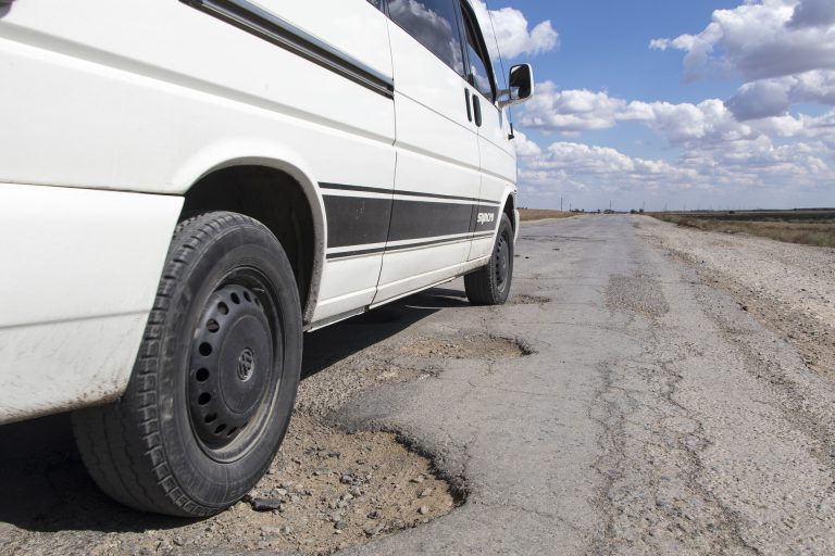How potholes cause damage and ways to avoid them